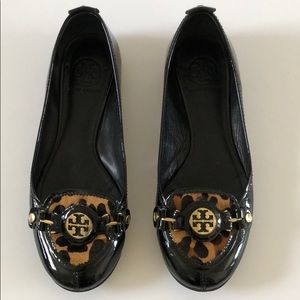Tory Burch patent leather and calf hair flat